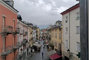 Il pavimento è piastrellato, il salone è luminoso Valle d'Aosta AO Aosta