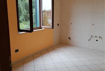 la cucina, abitabile e luminosa con finestra e balcone Campania AV Quadrelle