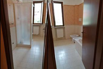 l'appartamento è dotato di 2 bagni, uno di servizio con doccia e uno padronale con vasca. Campania AV Quadrelle