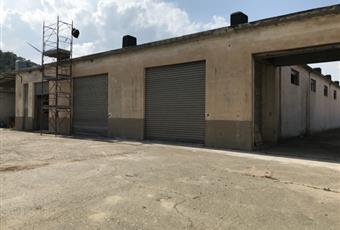 Parcheggio e capannone ad uso commerciale 2.800 €