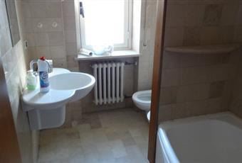 Il pavimento è piastrellato, il bagno è luminoso Abruzzo PE Pescara