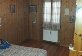 Il pavimento è di parquet, la camera è luminosa Lombardia SO Teglio
