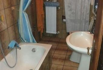 Il pavimento è piastrellato, il bagno è luminoso Lombardia SO Teglio