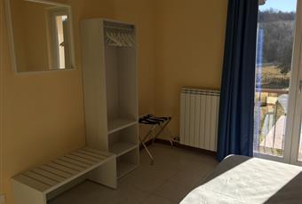 Il pavimento è piastrellato, la camera è luminosa Veneto VR Costermano