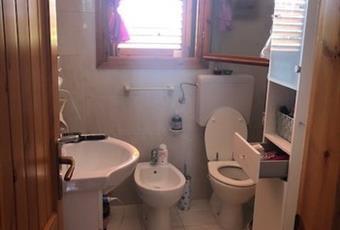 Il bagno è luminoso, il pavimento è piastrellato Emilia-Romagna FE Comacchio