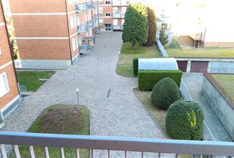 Sono presenti 2 balconi: uno più ampio, esposto a sud, che collega la cucina al soggiorno. L'altro è collegato alla camera da letto e volge verso il cortile interno. Lombardia MB Carnate