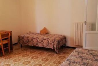 Il pavimento è piastrellato, la camera è luminosa Calabria CZ Catanzaro