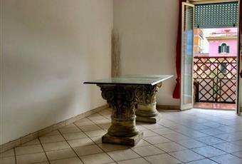 Il pavimento è piastrellato, il salone è luminoso, soffitti 3,20 mt Lazio RM Ladispoli