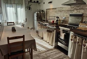 Il pavimento è di parquet Toscana LI San Vincenzo