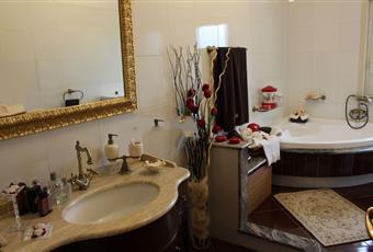 Il pavimento è piastrellato, il bagno è luminoso Sicilia Provincia di Caltanissetta Sommatino