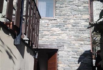 ingresso locale uso magazzino provvisto di canna fumaria, luce, acqua e attacco/scarico per lavatrice Valle d'Aosta AO Saint-denis