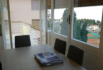 Splendida vista mare, il salone doppio e luminoso, il pavimento è di parquet.  con vista mare. . Accesso a terrazzo vista mare e terrazzo vista monti Liguria IM Sanremo