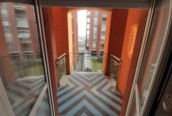 Fronte Esselunga: open space arredato a nuovo in edificio di pregio architettonico.
