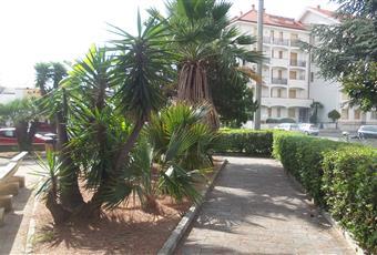 all'interno del residence c'è un ampio giardino con piscina e campi da tennis Liguria IM San Bartolomeo al mare