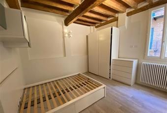La camera è luminosa, il pavimento è di parquet Emilia-Romagna MO Modena