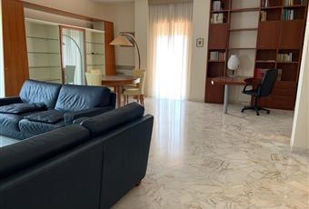 Il pavimento è piastrellato, il salone è luminoso Puglia BA Bari