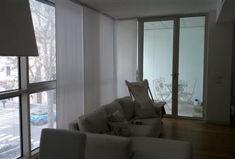 Il salone è luminoso, il pavimento è di parquet Toscana PO Prato