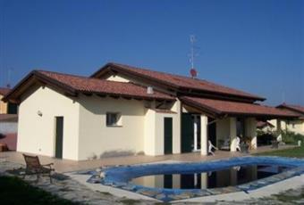 Esterno con vista piscina Piemonte AL Conzano
