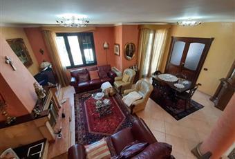 Il pavimento è piastrellato, il salone è luminoso, con travi a vista Sicilia AG Santa Margherita di Belice