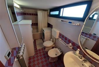 Il pavimento è piastrellato, il bagno è luminoso Sicilia AG Santa Margherita di Belice