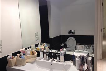 Il bagno è con vasca idro + doccia doppio volume Lombardia MI Milano