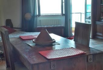 Soggiorno monolocale, il salone è luminoso, il pavimento è piastrellato Toscana GR Monte Argentario