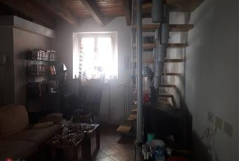 La stanza è calda , accogliente e intima . Semplice , con travi in legno , luci avvolgenti . Senza pretese . Non per gente che rompe le balle . Emilia-Romagna PC Piacenza