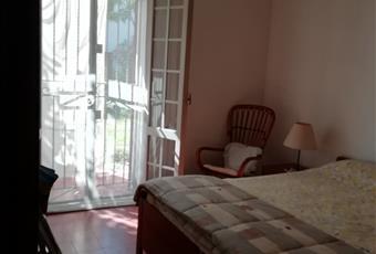 Ampia e luminosa camera matrimoniale, con letto singolo richiudibile. Una portafinestra conduce nel giardinetto posteriore.  Emilia-Romagna FE Comacchio