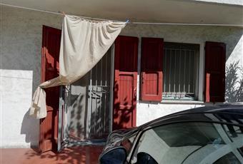 Giardino posteriore con posto auto.  Emilia-Romagna FE Comacchio