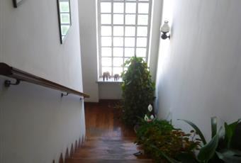 Il pavimento è di parquet, il salone è con camino Piemonte AL Morano sul po