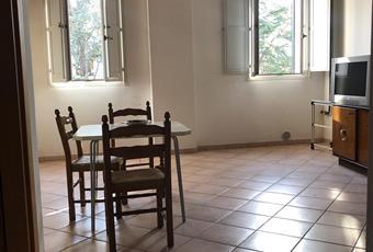 Il salone è con travi a vista, il pavimento è piastrellato, il salone è luminoso Emilia-Romagna FE Argenta