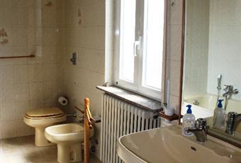 Bagno padronale completo di vasca e box doccia. Lombardia PV Vigevano