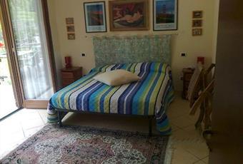 Il pavimento è piastrellato, la camera è luminosa Liguria SV Calizzano