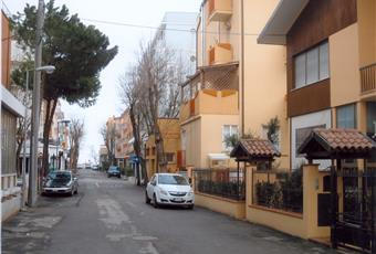FOTO DA ESTERNO E DISTANZA DAL MARE (IN FONDO ALLA STRADA C'E' LA SPIAGGIA) Emilia-Romagna RN Rimini