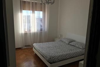 La camera è luminosa, il pavimento è di parquet Piemonte CN Alba