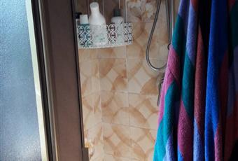 Il pavimento è piastrellato, il bagno è luminoso Toscana LU Lucca