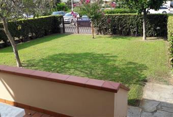 Il giardino è con erba Toscana LU Lucca