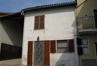 1 - Veduta panoramica dalla finestra della camera da letto con vista della Val Bormida e delle  colline dell'acquese 2 - Veduta della casa. Piemonte AL Cassine