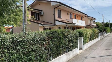 Villetta a Schiera in Vendita in Vicolo Tofane 3a a Villorba