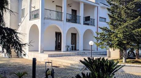 Vendo Villa in complesso residenziale