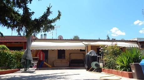 Villa in Villaggio delle Ginestre