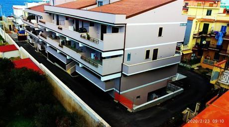 Due garage in vendita 27 e 50 mq