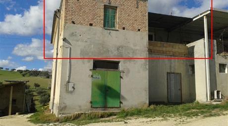 Appartamento rustico da ristrutturare