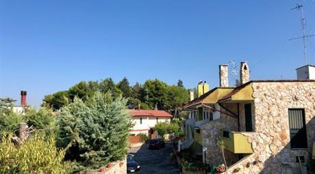 Villetta su due livelli indipendente in residence