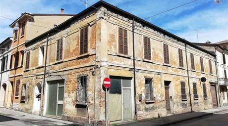 Palazzo in Vendita a Forlì € 320.000