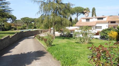 Villa 600mq con piscina e parco 2000mq Roma Eur