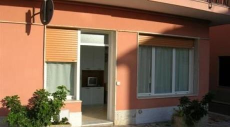 Bilocale via Giardino 64, Riva Ligure