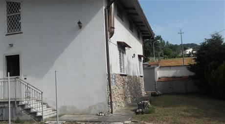 Casa indipendente + terreno+ garage