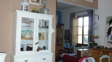 Casa su due piani con giardino e garage