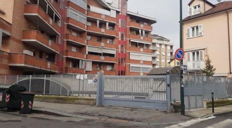 Garage, Posto Auto in Vendita in Via Pollenzo 48 a Torino